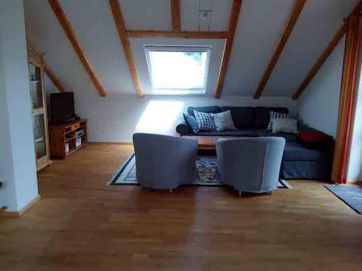 Möblierte, sehr großzügig geschnittene 2 ZKB-Wohnung in Buch am Ammersee mit riesigem Wohnzimmer befristet zu vermieten